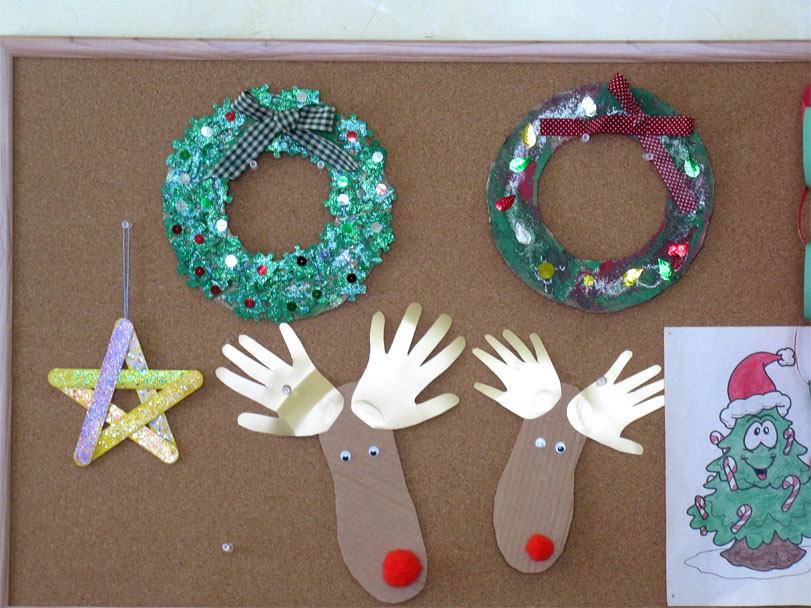 Homemade christmas wreath decorations live learn love for Easy homemade christmas craft ideas