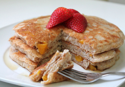 vanilla-peach-buttermilk-pancakes