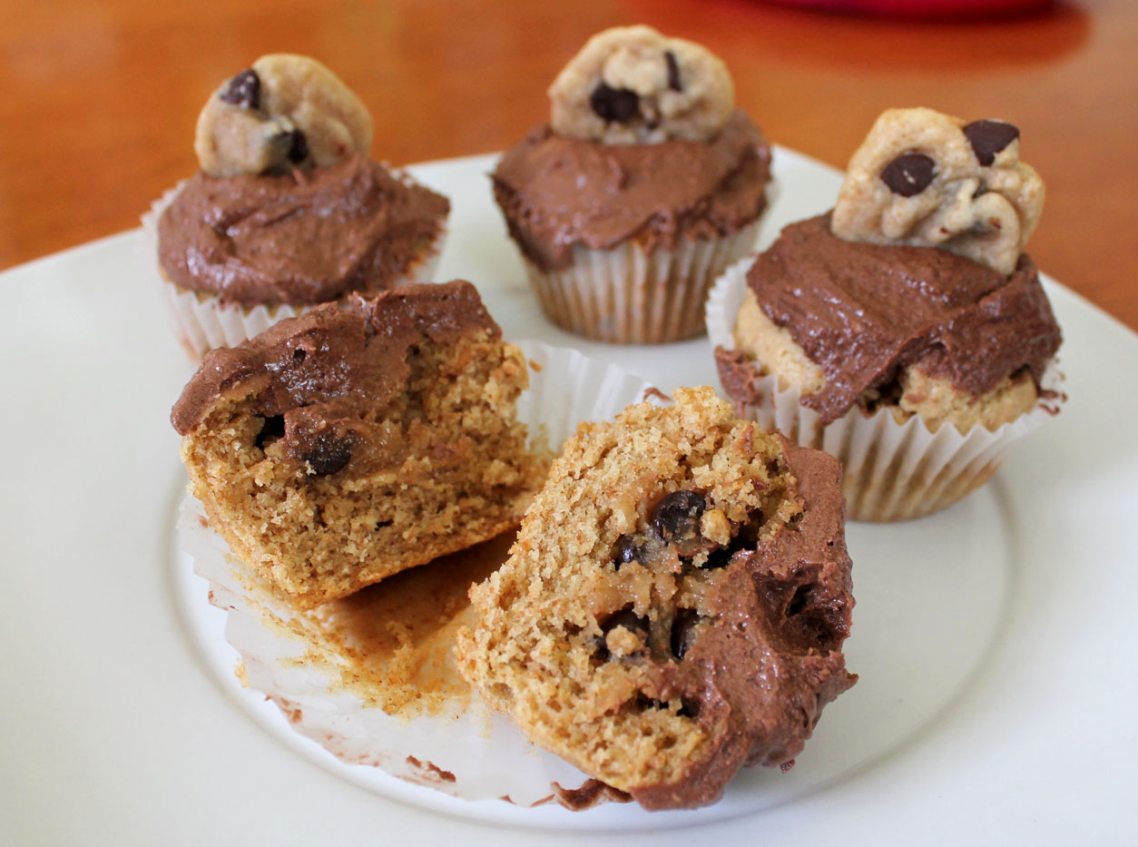 Cookie Dough Stuffed Peanut Butter Cupcakes with Chocolate Frosting ...
