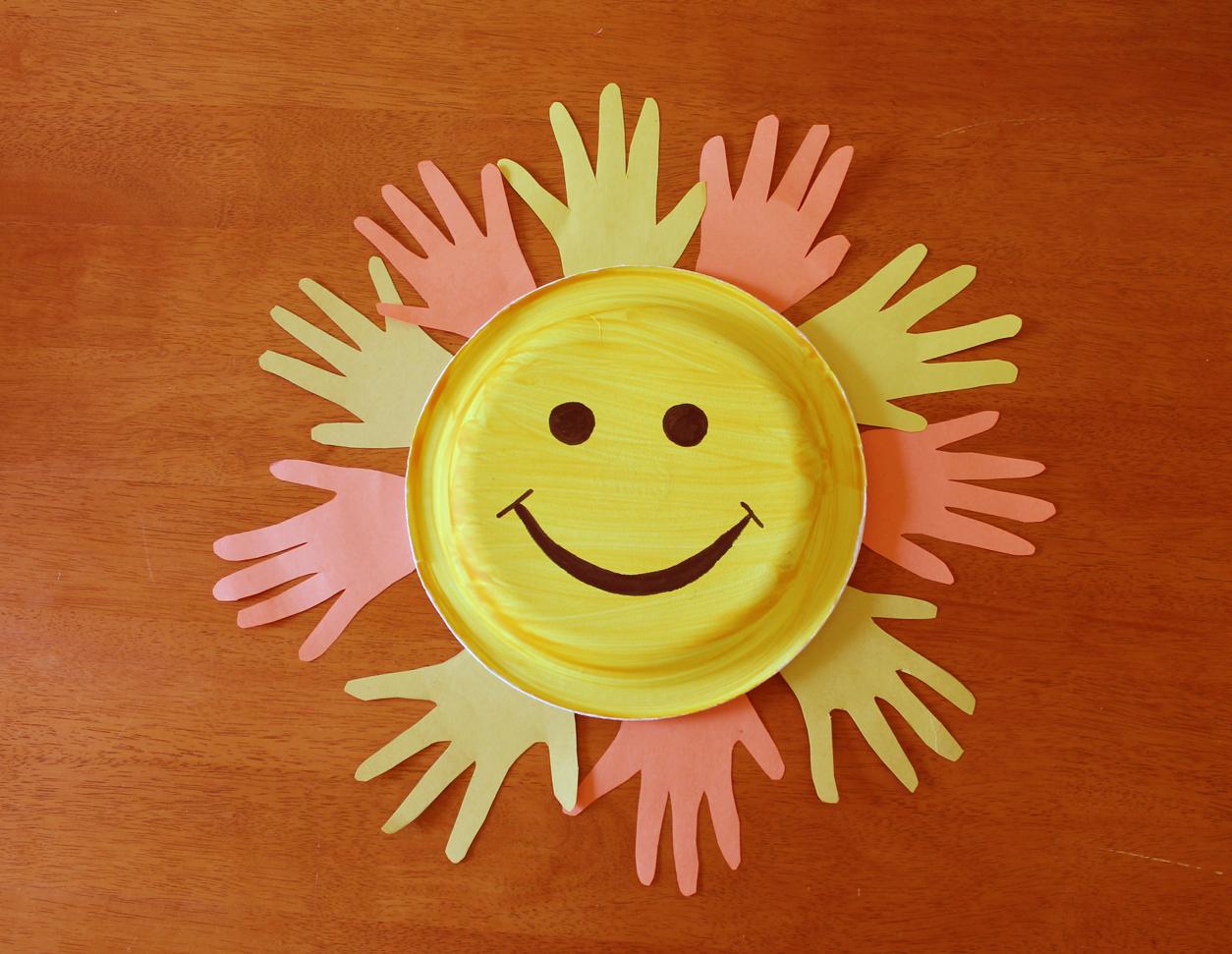 Поделки солнце в руках 8