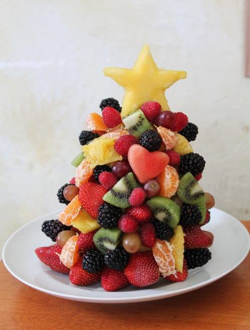 edible christmas tree made with fruit